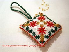 ! Happiness is cross stitching !: Finished the beaded scissor fob and free cross stitch pattern