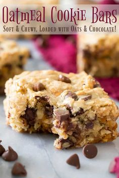 I love these OATMEAL COOKIE BARS Hearty and packed with chocolate these are so good via sugarspunrun Oatmeal Dessert, Oatmeal Cookie Bars, Cookie Brownie Bars, Oatmeal Cookie Recipes, Desserts With Oatmeal, Tollhouse Cookie Bars, Baked Oatmeal Bars, Oatmeal Raisin Bars, Yummy Oatmeal