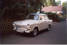 Trabant 601 S (papyrus white with blue top)