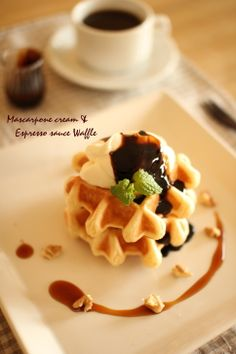 Waffles with Mascarpone Cream & Espresso Sauce Sushi, Low Carb Burger, Waffle Bar, Brunch, Pizza, Japanese Desserts, Gold Birthday Party, Wrap Sandwiches, Crepes