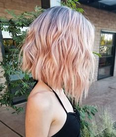 The bob hairstyles look great on women of all ages. Bob hairstyle is timeless and ageless. Here are the most glamorous bob hairstyles for women. Pink Short Hair, Pink Ombre Hair, Pink Blonde Hair, Pastel Pink Hair, Curly Blonde, Blonde Brunette, Ombre Hair Bob, Blonde Pink Balayage, Outfits For Short Hair