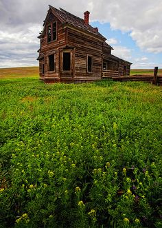 Abandoned home in Oregon.  Love this photo.