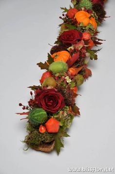 For the food tables Fall Floral Arrangements, Floral Centerpieces, Deco Floral, Floral Design, Adornos Halloween, Deco Table, Fall Diy, Fall Flowers, Fall Crafts