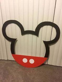 Resultado de imagen para Mickey Mouse party photo booth frame diy