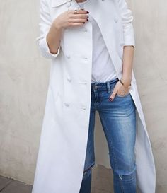 Style - Minimal + Classic: white coat & jeans for spring/summer