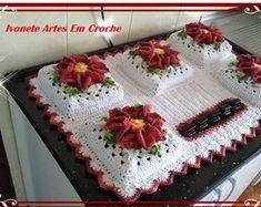 capa-de-fogao-de-mesa-5-bocas-decoracao Crochet Backpack, Baby Boy Scrapbook, Crochet Designs, Diy And Crafts, Crochet Hats, Lily, Blanket, Youtube, Crochet Heart Patterns