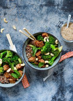 Tofu stir fry med broccoli og quinoa