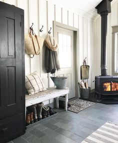 Do you love rustic farmhouse entryway? Entryway is a bridge or transition between outside the home and inside the house. It's no secret that you . Rustic Farmhouse Entryway, Modern Farmhouse, Farmhouse Ideas, Farmhouse Style, American Farmhouse, Farmhouse Signs, Foyer Decorating, Decorating Ideas, Entry Way Design