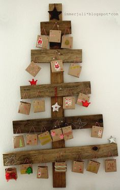 Here are the best Wooden Christmas Decor Ideas. These Wooden Christmas Crafts, Christmas Trees & ornament are perfect for rustic & farmhouse Christmas decor Pallet Wood Christmas Tree, Wooden Christmas Crafts, Wall Christmas Tree, Xmas Crafts, All Things Christmas, Christmas Tree Decorations, Christmas Tree Ornaments, Holiday Fun, Christmas Holidays