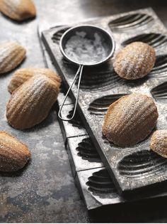 Chestnut Madeleines with Lavender and Orange Lemon Madeleine Recipe, Best Candy, Little Cakes, Orange Zest, Flour Recipes, Tea Cakes, Base Foods, Confectionery, Cookie Decorating