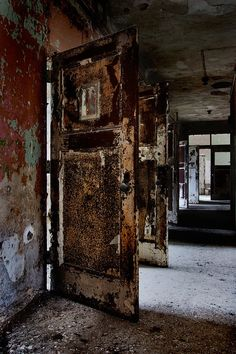 Rusted Rooms - Photo of the Abandoned Rathen State Hospital