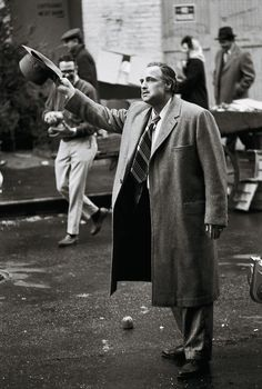 """Marlon Brando on the set of """"The Godfather"""" directed by Francis Ford Coppola, Photo by Steve Schapiro Marlon Brando The Godfather, Godfather Movie, Andy Garcia, Great Films, Good Movies, Familia Corleone, Don Corleone, Corleone Family, Celebridades Fashion"""