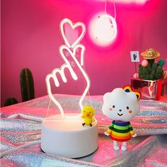 Heart Finger Lamp - The popular Korean 'finger heart' gesture, now immortalised into a lamp version, how cuteee!!! Pali-pali!!! Get your hands on them as quantities are limited and they have been selling out faster than you can say hotcakes!!!