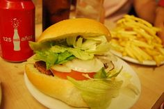 A dos pasos del Pilar, Burguer Paco es el lugar perfecto para ir con los amigos a tomar una hamburguesa de calidad
