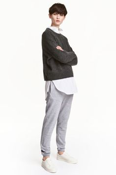 Joggers: Joggers in soft sweatshirt fabric with an elasticated drawstring waist, side pockets and elasticated hems. Soft brushed inside.