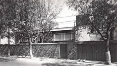 Casa en Villa Obregón, Calzada del Desierto de Los Leones, México, DF 1949    Arq. Augusto H Álvarez    Fotos: Guillermo Zamora