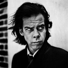 Anton Corbijn, 'Nick Cave', 1996 Nick Cave, Portretten Van Beroemdheden, Clint Eastwood, Witte Fotografie, Portretfotografie, Zangers, Mannen, Mannen Portretten, Filmregisseur