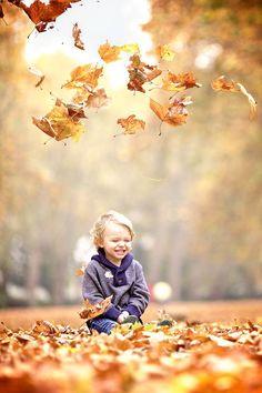 Octombrie, bine ai venit!  Magie • Fericire • Zambete • Iubire Cu asta a venit Octombrie. Luati o bucatica, fiecare! Faceti ca Octombrie sa fie fabulos!