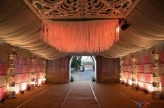 The creative décor was done by Yadav, Right One Decors who is the bride's uncle. Pc-Mystic photography www.shopzters.com