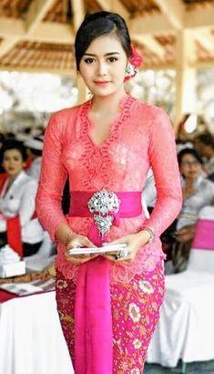 Bali Girls, Kebaya Bali, Amy, Cute Woman, Most Beautiful Women, Traditional Dresses, Asian Beauty, Lace Skirt, Womens Fashion