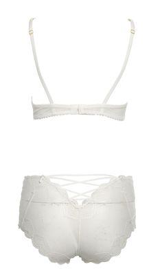 "mimi-holliday-silk-lingerie-skylark-summer-2015-015 Mimi Holliday #silk #lingerie 2015 #spring #summer ""Skylark"" made by white silk and lace. Mimi Holliday #Seidendessous ""Skylark"" aus der Frühling-Sommer Kollektion 2015 in strahlendem, sommerlichem Weiß."