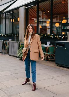 LOVE Woman Jeans jeans and blazer outfit woman Camel Coat Outfit, Camel Blazer, Mode Outfits, Fashion Outfits, Fashion Trends, Winter Outfits, Pijamas Women, Mode Ootd, Outfit Invierno