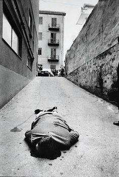 Letizia Battaglia - born 5 March is an Italian photographer and photojournalist. Although her photos document a wide spectrum of Sicilian life, she is best known for her work on the Mafia. Mafia, Man Photography, Street Photography, Weegee Photography, Christ Tattoo, Death Becomes Her, Men Lie, Famous Photographers, Scene Photo