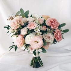 herworldbridesVarying shades of blush, pinks and ivory blooms make for a beautiful and romantic bunch for every wedding - whether it's a timeless and elegant celebration, or a boisterous, modern soiree. - Felicia Regram: @witheverybloom