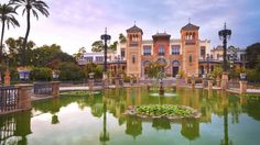 Cycle the stunning Parque De Maria Luisa in Seville