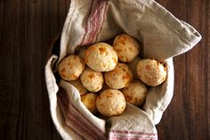 Pão de Queijo (Brazilian Cheese Breads)...one of the best things ive ever tasted