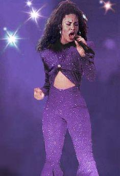 Selena Quintanilla. BEST SINGER EEVVVEEERRR!!!!!!!!!