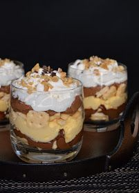 Citromhab: Kinder Bueno pohárkrém Desserts In A Glass, Cookie Desserts, Cake In A Jar, Hungarian Recipes, Dessert Drinks, Sweet And Salty, Something Sweet, Winter Food, Trifle