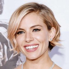 New Hair Color Rose Gold Sienna Miller Ideas Short Hair Updo, Short Hair Cuts, Curly Hair Styles, Back Of Short Hair, Sienna Miller Short Hair, Sienna Miller Makeup, Pretty Hairstyles, Wedding Hairstyles, 1940s Hairstyles