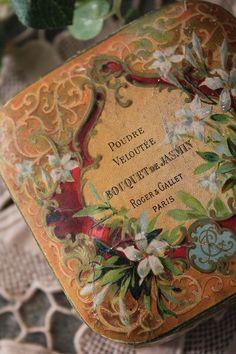 Vintage powder tin