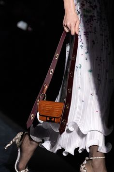 Givenchy Fall 2019 Ready-to-Wear Fashion Show Details: See detail photos for Givenchy Fall 2019 Ready-to-Wear collection. Look 84 Women's Crossbody Purse, Leather Crossbody, Leather Bags, Small Shoulder Bag, Chain Shoulder Bag, Vogue Paris, Prada Handbags, Fabric Handbags, New Bag