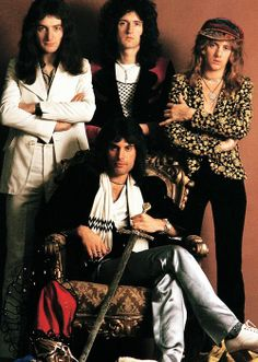 Queen...........Kyle and I saw them on their first American tour. What a show!!  And I remember Acapulco Gold that night......a very long time ago indeed John Deacon, Queen Band, Queen Photos, Queen Pictures, Roger Taylor Queen, Brian May, British Rock, Killer Queen, Queen Freddie Mercury