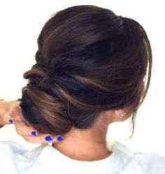 Coque baixo clssico e beeeelo ddbinspira fryzura mama quick hair tutorial how to do an easy romantic updo on yourself in just 5 minutes simple elegant bun hairstyles for long medium hair solutioingenieria Images
