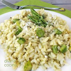 Este risotto de espárragos trigueros es unos de mis risottos favoritos, y la receta es muy sencilla. Añádele unos taquitos de jamón salteados. !Visítanos! Rice Recipes, Healthy Recipes, Risotto Rice, Yummy Food, Tasty, Spring Recipes, Love Food, Side Dishes, Clean Eating