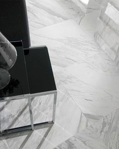 Rectified wall and floor tile. Also suitable for external walls. The mirror effect on the tile has reflection of light. Mirror Effect, Marble Effect, Marble Tiles, Marble Floor, Porcelanosa Tiles, Wall And Floor Tiles, Light Reflection, Luxury Homes, Frost