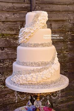 Absolutely gorgeous. white cake, navy ruffles, and make the sparkles an ombre from a blush to coral to red at the top<3