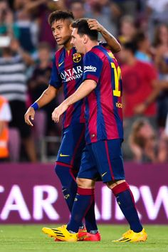 Lionel Messi of FC Barcelona celebrates with his team-mate Neymar after scoring the opening goalduring the Joan Gamper Trophy match between FC Barcelona and Club Leon at Camp Nou on August 2014 in Barcelona, Catalonia. Fc Barcelona, Barcelona Sports, Barcelona Catalonia, Messi Y Neymar, Lionel Messi, Super Football, V Club, Football Uniforms, Uefa Champions League