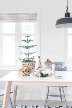 christmas / my kitchen; the shades - inspiration for french-ticking as a roman shade or rolled shade.