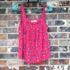 NWOT! Hollister floral top Great for spring and summer!  Never worn!  Beautiful- open back Hollister Tops