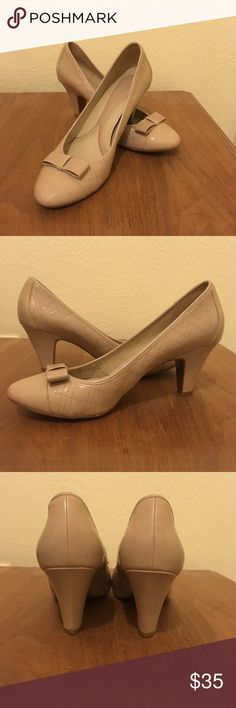 Blush colored Naturalizer pumps Very comfortable and classy pumps! Barely worn 💕 Naturalizer Shoes Heels