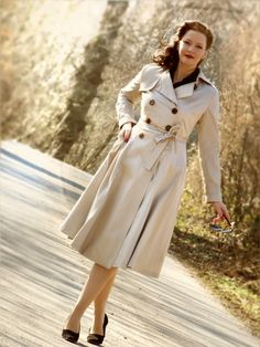 Dietrich Trench Coat in beige by Collectif Clothing - Lilly Jarlsson #VintageStyle Retro Style
