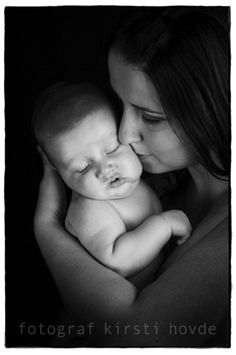 Mother and child by Fotograf Kirsti Hovde