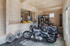 ランタサルミログハウス--フリープラン住宅 バイクガレージ #ログハウス #エントランス #ハーレー #ガレージ