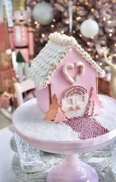 Pink christmas discovered by M ssC on We Heart It Pink christmas discovered by M ssC on We Heart It Peter Elvira peter elvira Rezepte Image uploaded by M ssC Find images and nbsp hellip Gingerbread Christmas Decor, Gingerbread House Designs, Gingerbread House Parties, Christmas Sweets, Noel Christmas, Christmas Candy, Christmas Baking, Christmas Cookies, Gingerbread Houses