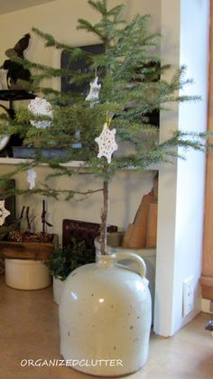 Organized Clutter: Winter/Christmas Vignettes