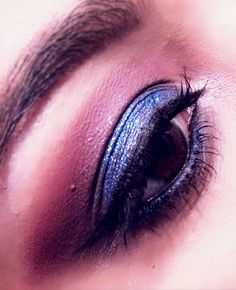 A smokey eye doesn't always have to be black - Marsala:Pantone 2015 Colour of the Year; Midnight Blue ✨